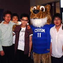 students with CSUSM mascot