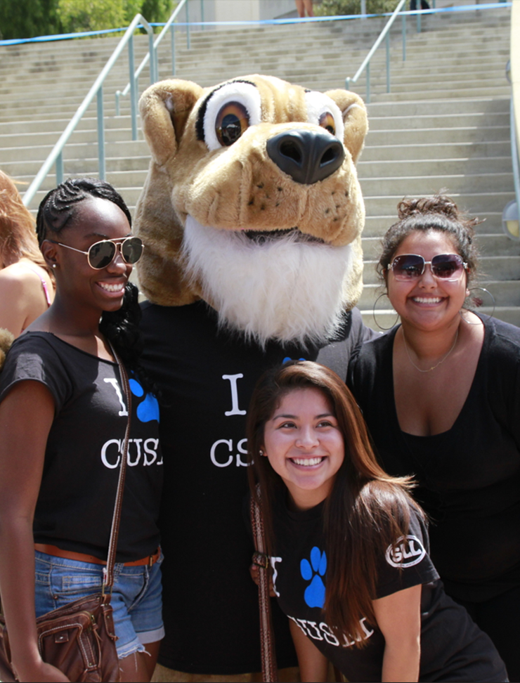 Students with Crash the Cougar